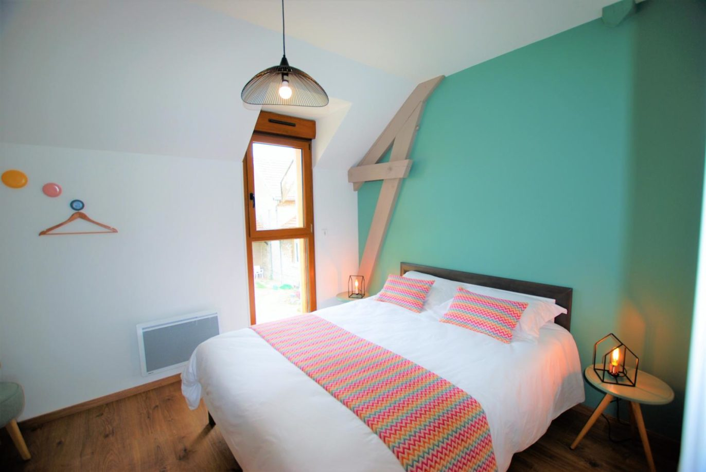 La chambre verte et son grand lit double